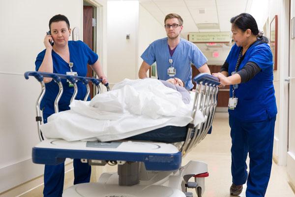 Một vài triệu chứng đau bao tử cần nhập viện ngay lập tức (Ảnh minh họa)